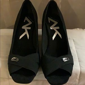 Black open-toe wedge shoes (SIZE 10)